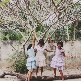 3 little girls in the temple